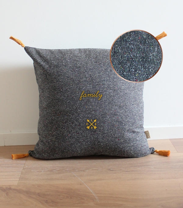 "Coussin brodé ""Family""..."